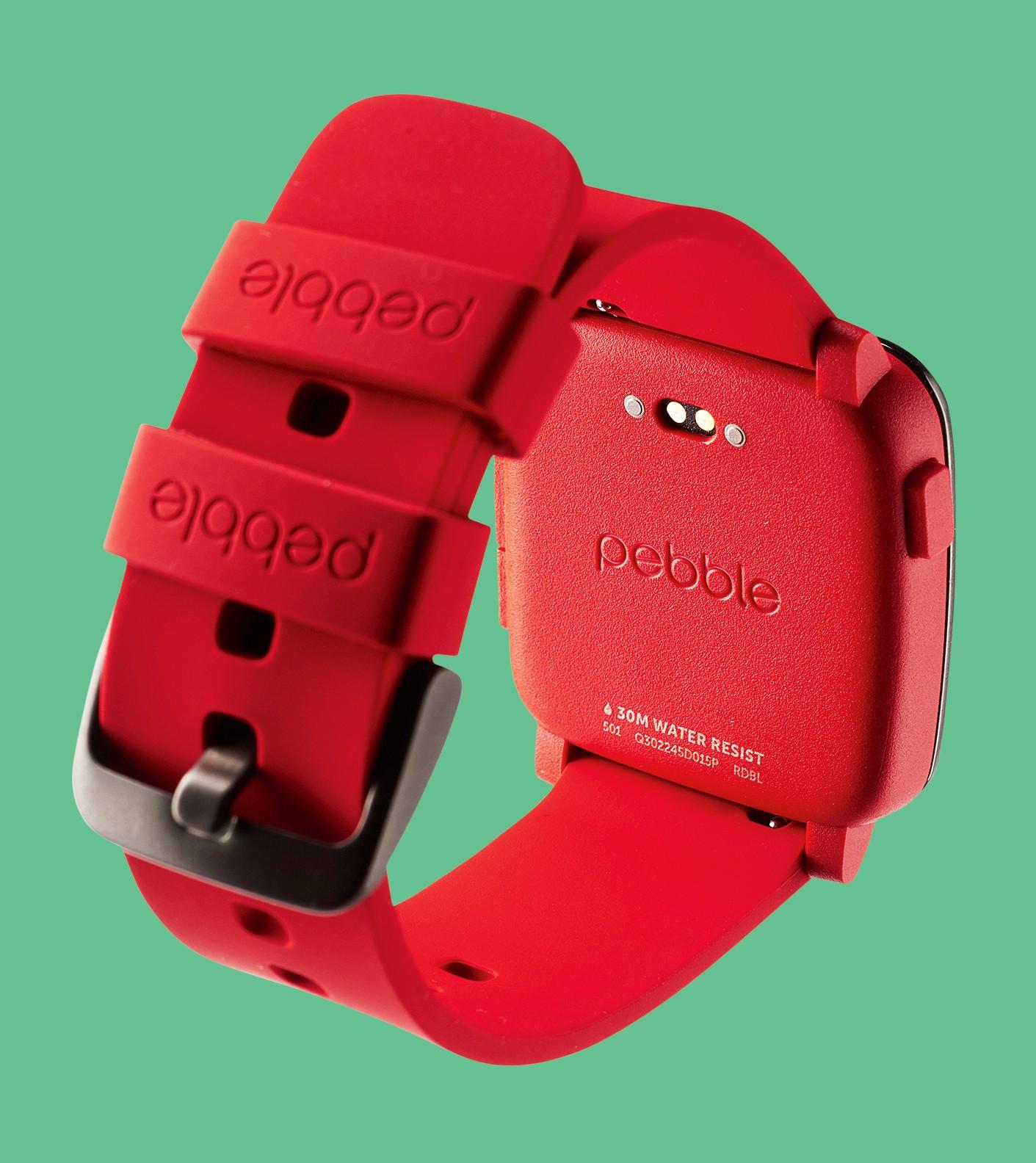 Z tyłu obudowy znajdują się styki umożliwiające podłączenie mo- cowanego magnetycznie kabla ła- dującego baterię smartwatcha.